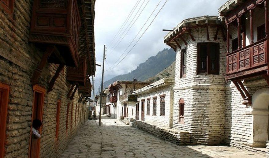 Lower Mustang Trek   Village mustang