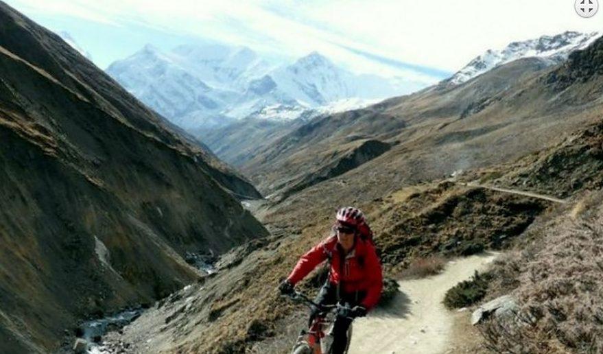 Annapurna Circuit Mountain Biking   way to thorang Phedu.