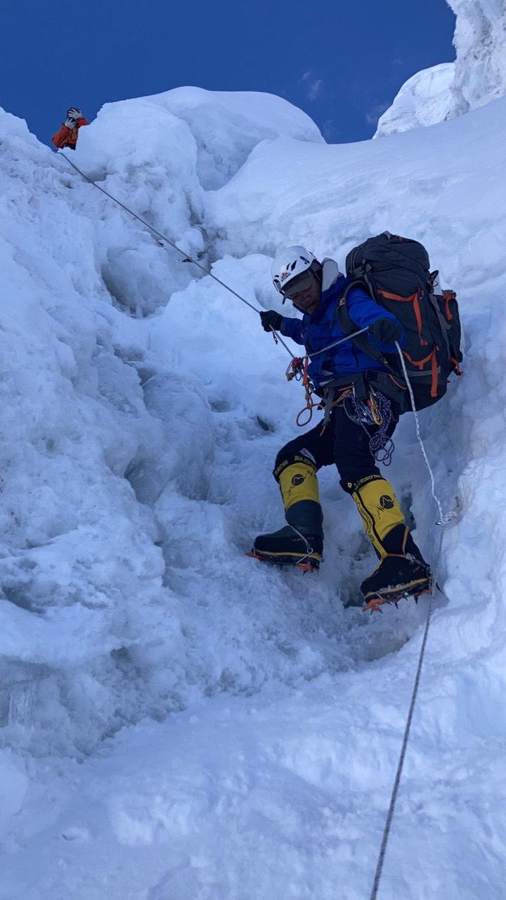 Climbing Mount Manaslu